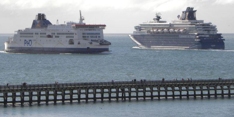 L-Horizon-Croisières-de-France-croisant-ferry-revenant-d-Angleterre-devant-le-port-de-Calais