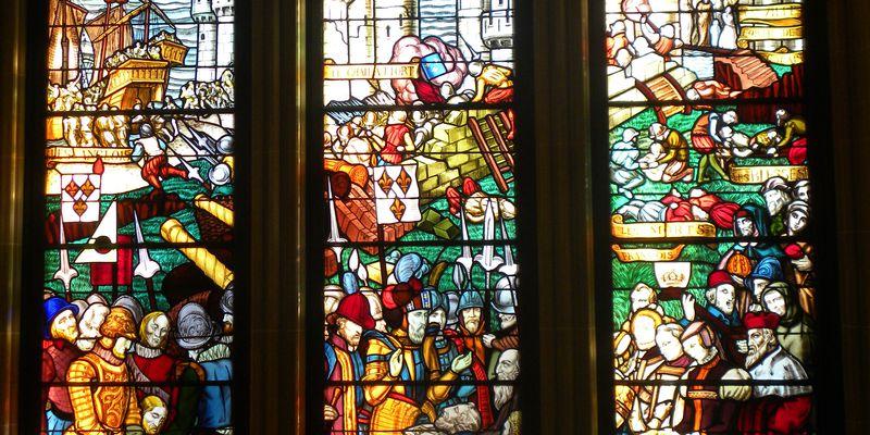 Hôtel de ville de Calais, vitraux